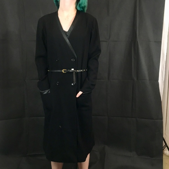 Vintage Classic White  Long Sleeve Sheath Dress by The Wilroy Traveler New York  Size 14